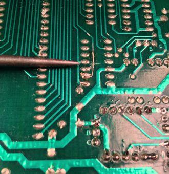 Dépannage d'une seconde CPU de mon stock - Page 3 330px-EarlySystem80MPUFactoryCutJumper